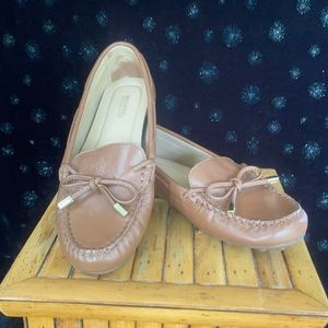 Like new Michael Kors Sutton Loafer In Cognac